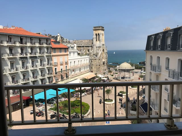 Biarritz Apartamento vistas al mar céntrico cerca de playas, moderno, confortable, parking ascensor terrazas.