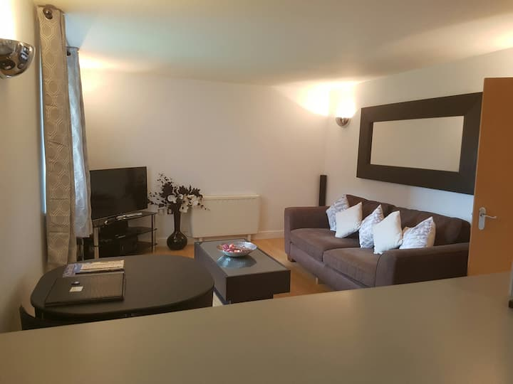2 bedroom Modern Canal apartment sleeps 4