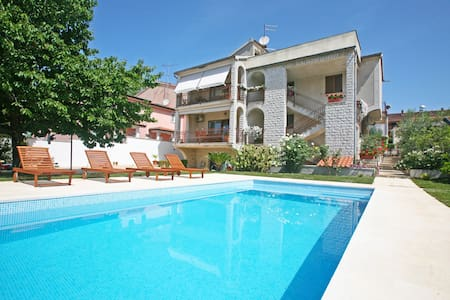 Bright & spacious apartment Porec with shared Pool