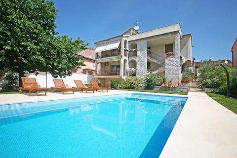 Bright & spacious apartment Porec with shared Pool