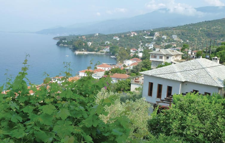 Holiday cottage with 2 bedrooms on 170m² in Afissos