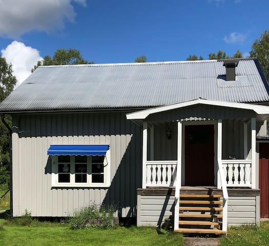 Trevlig stuga intill Klarälvsbanan.
