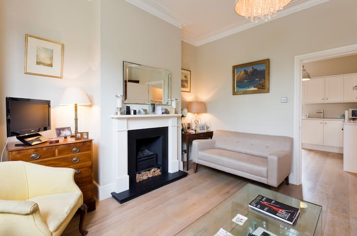 One bedroom garden flat in Chiswick - London - Apartment