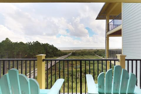 Waterfront condo w/ private balcony, shared hot tub & pool