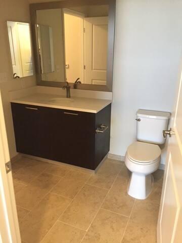 Brand New 1 Bedroom Apartment; metro access to DC - Fairfax - Apartment