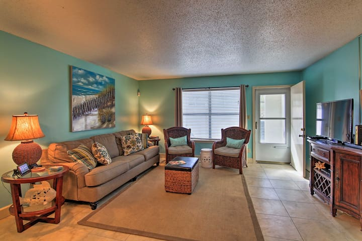 Destin Townhome w/Patio - 1 Minute Walk to Beach!