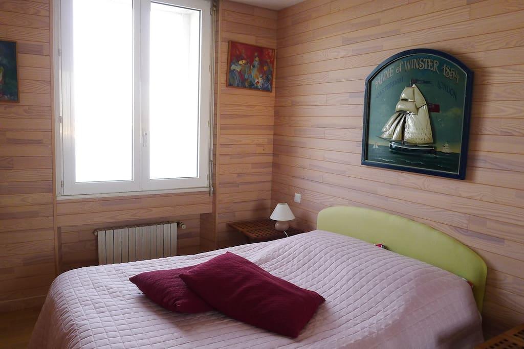 chambre 2 ,1 lit en 140 vue sur le port de st servan