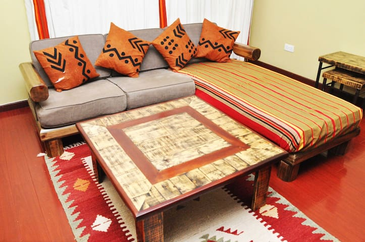 Ngong Road 2bed near Junction Mall and The Hub!