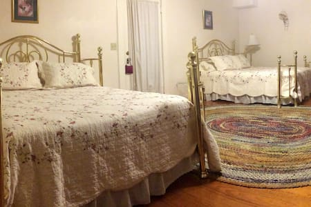 The Hinson House Bed & Breakfast: Crigler's Suite - Marianna