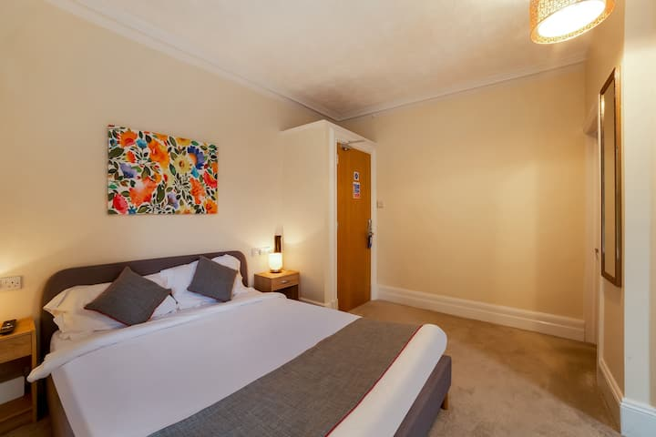Deluxe Double Room in OYO Flagship Winford Manor