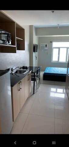 Clean Studio unit near DLSU and Vito Cruz LRT