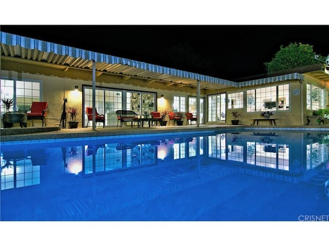 LA Oasis near Malibu: Great for BIG parties!