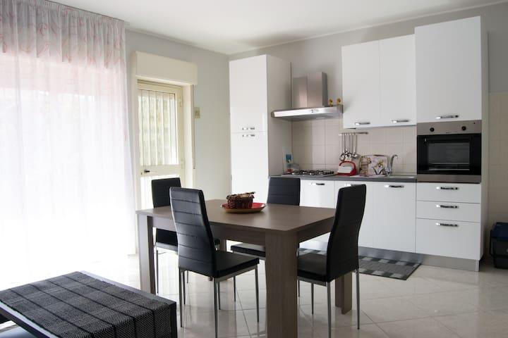 Spazioso appartamento, con piscina e parcheggio - Mascali - Apartemen