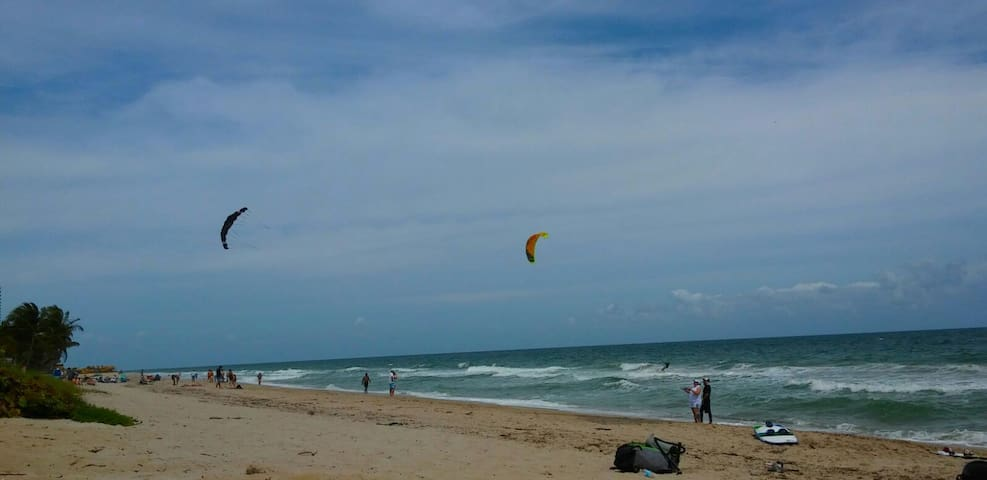 KITE FLYING ON THE OCEAN IS FUN & LESSONS AVAILABLE FOR YOUR NEW EXPERIENCE