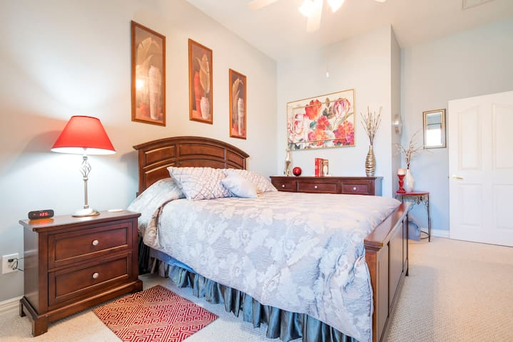 Quiet Quarters in NW Houston Area - Tomball - House