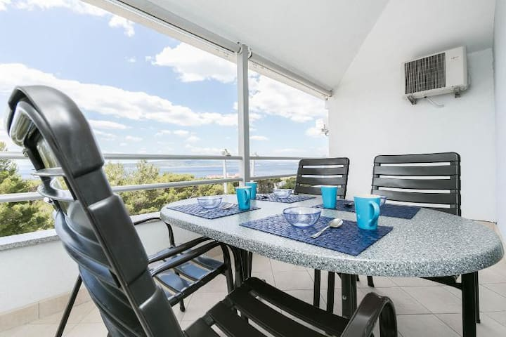 Modern Sea View app FOR 6 - close to the beach!!