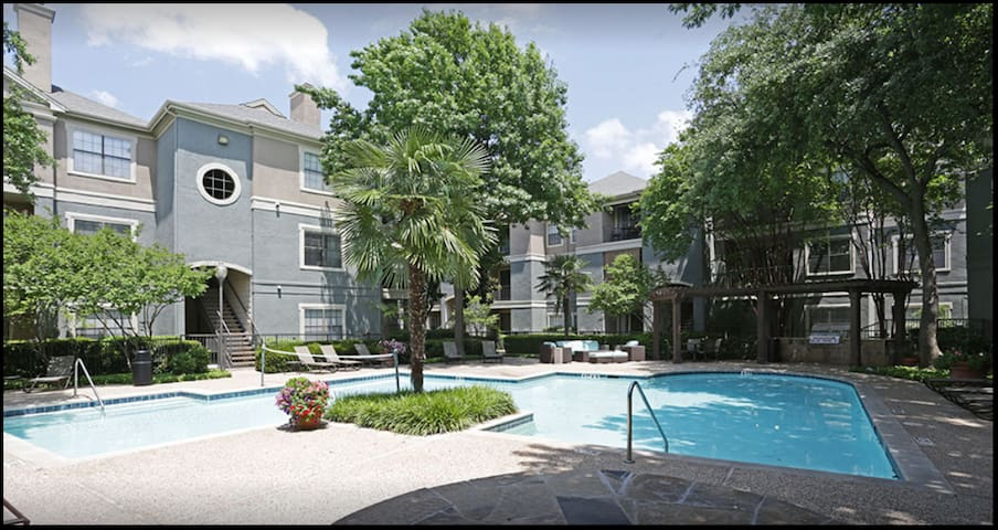 Sunny, Pool View, King Bed Suite w/Gym & Parking