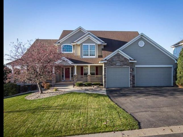 Super bowl ready Executive Home in Prior Lake