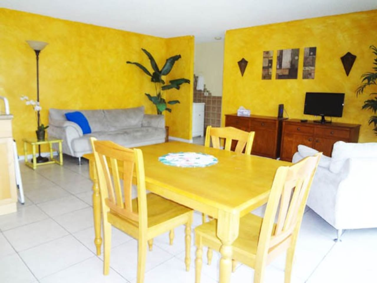 Living and dining area of Lokelani.