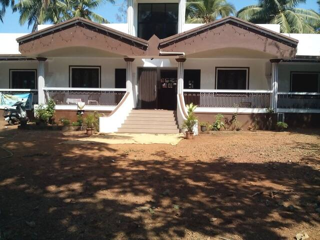 Cottage by the sea amidst scenic beauty @ Colva - Margao - Huvila