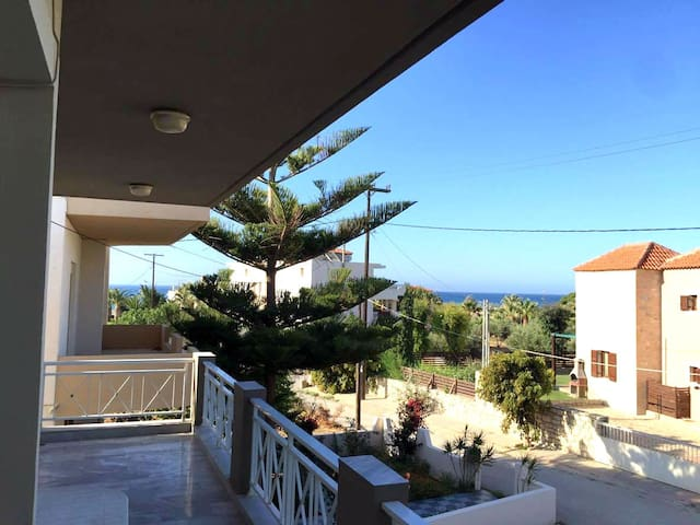 Family house, or rooms with great view,next to sea - Adelianos Kampos - Casa
