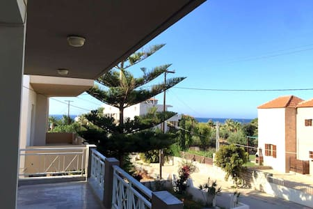 Family house, or rooms with great view,next to sea - Adelianos Kampos