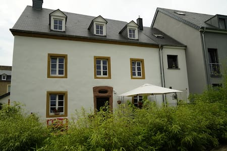 Chambre privée dans ferme ancienne - Lintgen - 獨棟