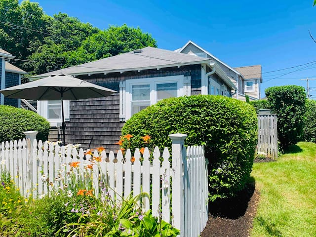HARBORSIDE COTTAGE!  Perfect one bedroom with living/dining area, full kitchen and steps to the beach!