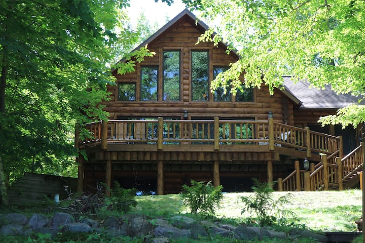 *Beautiful Log Cabin with Sauna*