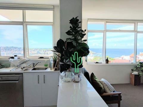 2 Bedroom apartment overlooking Bondi Beach!
