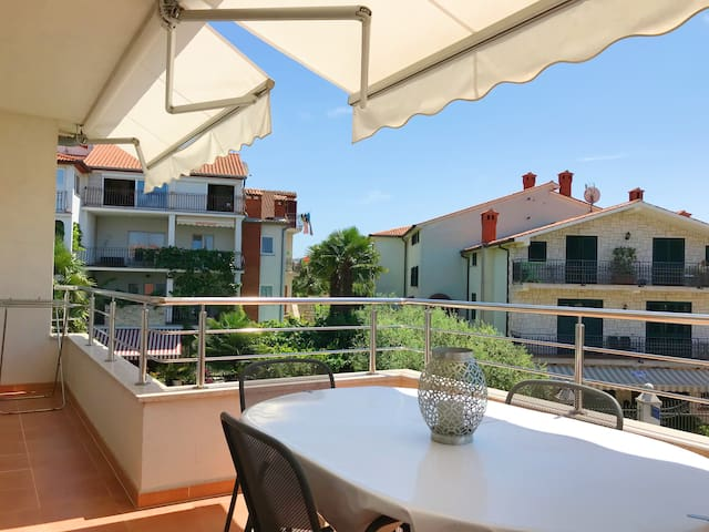 Villa Aura - Modern Apartment Blue Bellavista