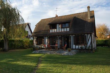 Très jolie villa jardin à Deauville - Tourgéville - Villa