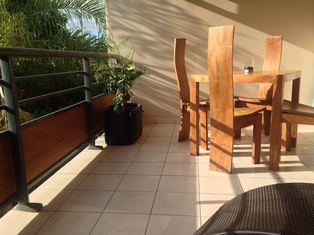 Charming flat at Sapinus surf spot - Puna'auia - Apartment
