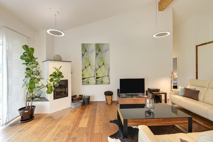 Luxury Holiday Apartment with Wi-Fi, Fireplace, Balcony, Sauna & Whirlpool; Parking Available