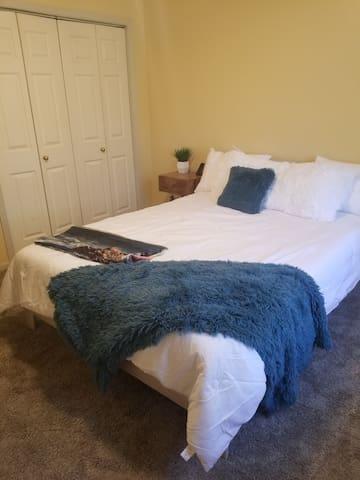 Master Bedroom - Queen Size Bed. Empty closet.