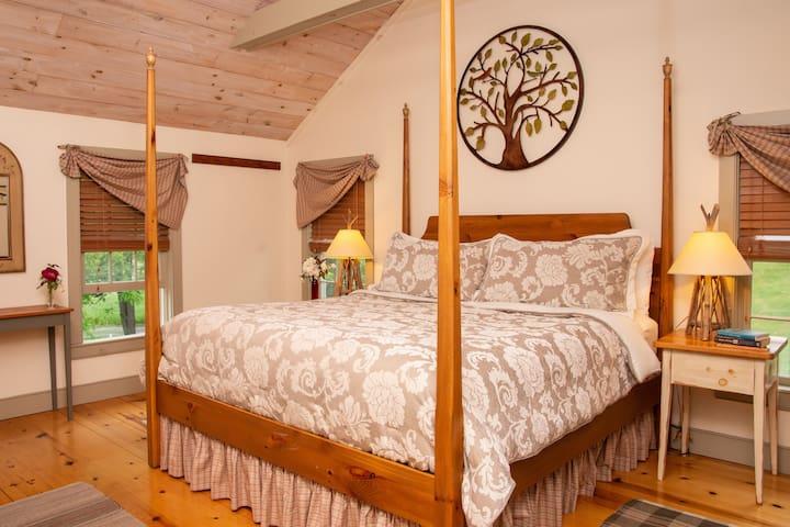 Pines Duplex Suite - Inn at Silver Maple Farm