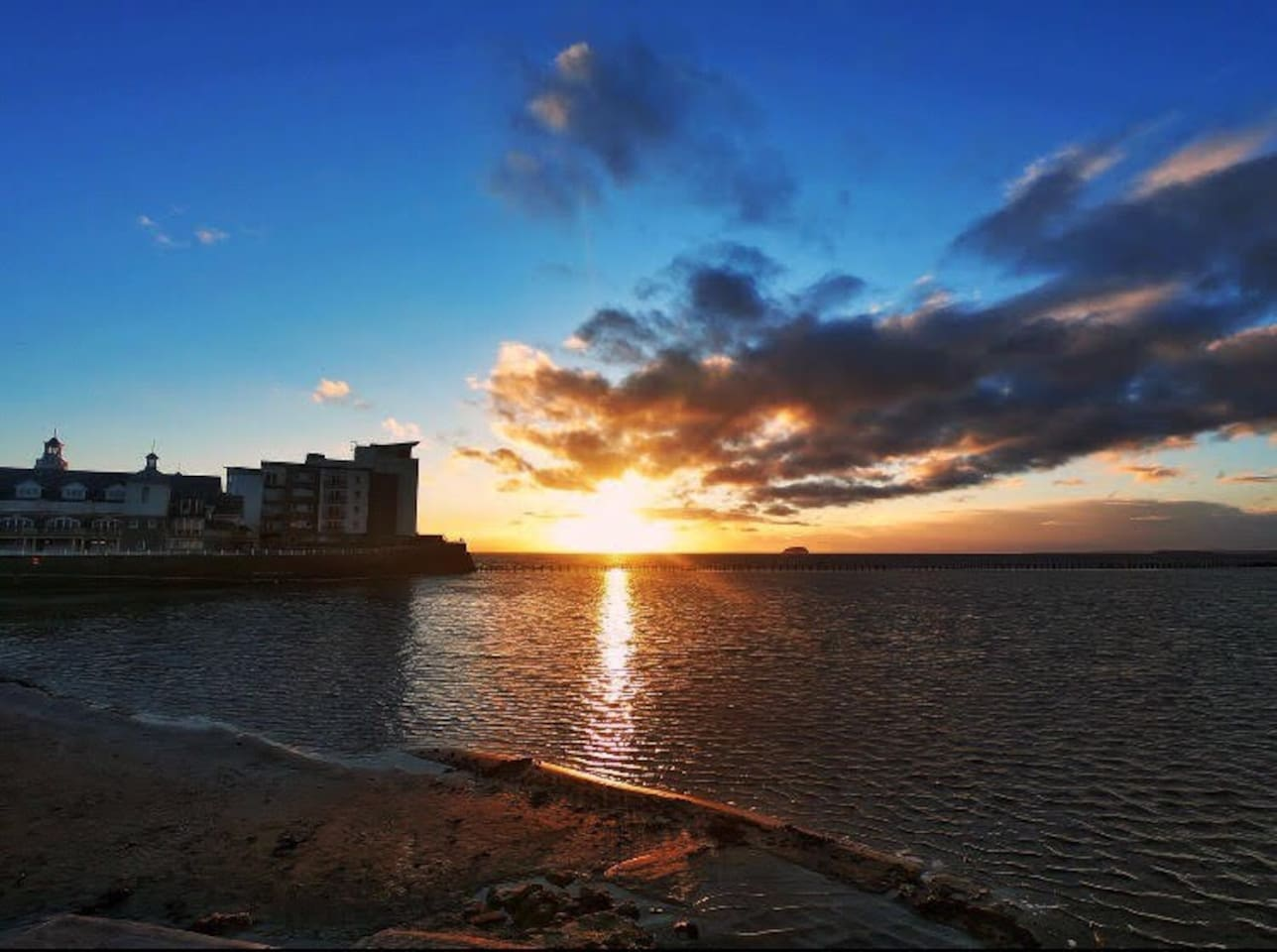 Step out the door and take a few minutes walk to Marine Lake and the beautiful beachfront of Weston Super Mare