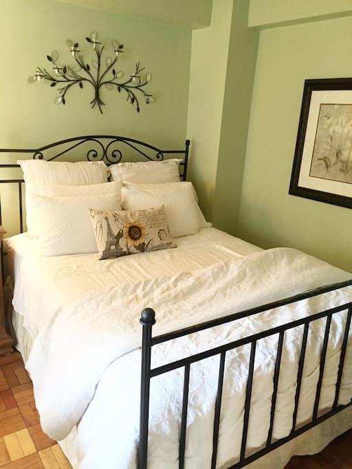 Queen size bed w/ luxury mattress!