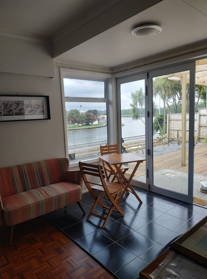 Arioso -great river views close to CBD