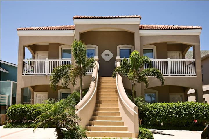 Convenient to the beach 2 bedroom Sanctuary 1