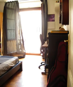 Double sunny room in the city center - Barcelona - Appartement