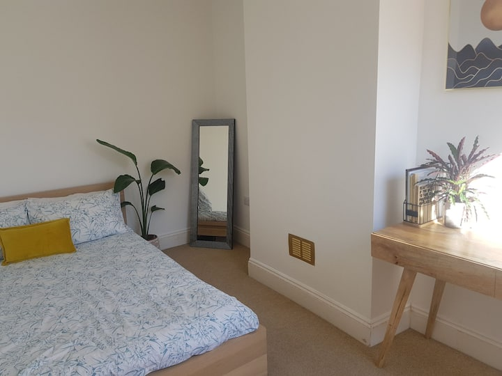 Bright & airy double room nr popular North Street