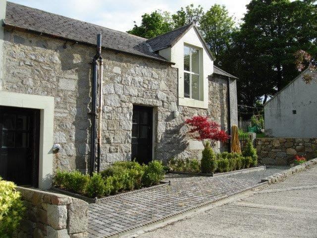 Cute little stone apartment in  Majestic Mournes