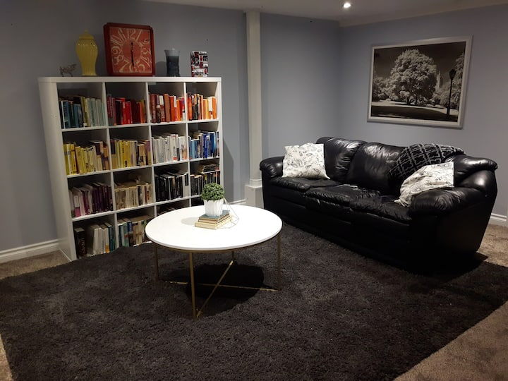Spacious Basement Apartment with Breakfast
