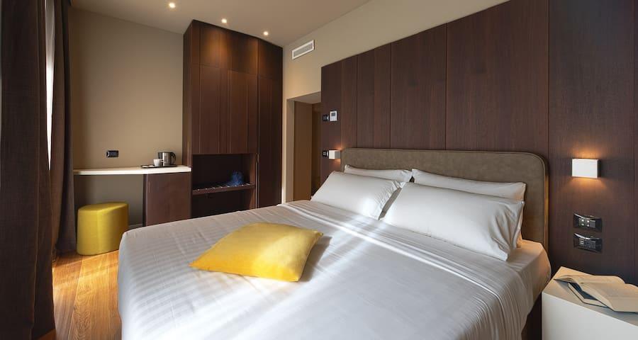 ALTIDO Ama 18 - Room Villa Carlotta
