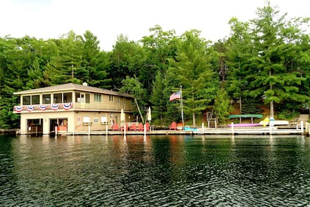 Landmark Boathouse on Lake Minocqua - Muu
