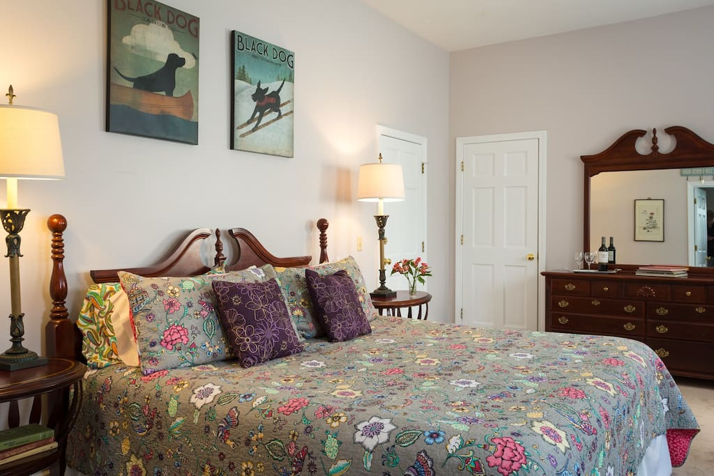 Colorful & fun with a King-sized bed