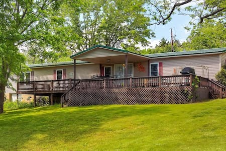 Peaceful 3BR Cassville Home - Cassville - 独立屋