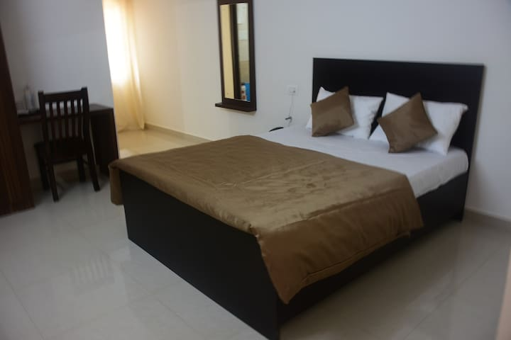 Pearl/fully furnished single room