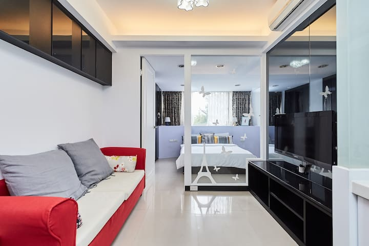 City Center Daan Park Entire Apt. with Livingroom